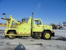 2001 INTERNATIONAL 4900 WRECKER