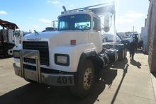 Used 2001 MACK RD688