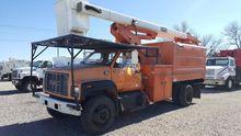 2002 GMC C7500 BUCKET TRUCK - B