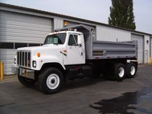 2001 INTERNATIONAL 2574 DUMP TR