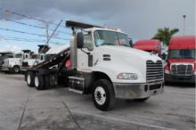 2009 MACK PINNACLE GARBAGE TRUC