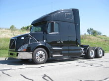 2009 VOLVO VNL CONVENTIONAL - S