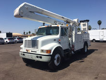 2000 INTERNATIONAL 4900 BUCKET