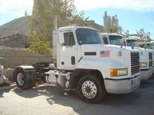 1995 MACK CAB CHASSIS
