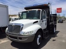 2005 INTERNATIONAL 4400 DUMP TR