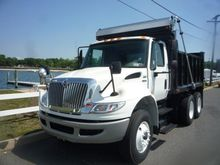 2009 INTERNATIONAL 4400 DUMP TR