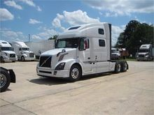 New 2017 VOLVO VNL64