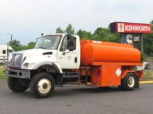 2004 INTERNATIONAL 7400 Tanker