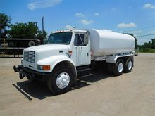 2001 INTERNATIONAL 4900 WATER T