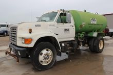 1995 FORD F800 WRECKER TOW TRUC