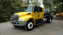 2003 INTERNATIONAL 4300 TANKER