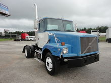 Used 2000 VOLVO VNL4