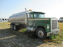 1982 INTERNATIONAL 4300 WATER T