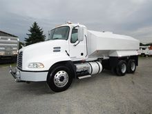 2009 MACK PINNACLE Water truck