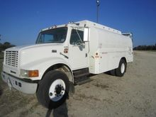 1998 INTERNATIONAL 4900 TANKER