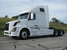 2011 VOLVO 670 CONVENTIONAL - D