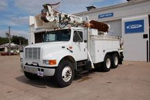2001 INTERNATIONAL 4900 DIGGER