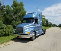 2003 VOLVO VNL CONVENTIONAL - S