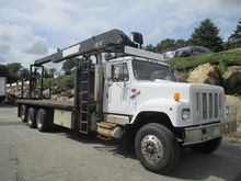 2002 INTERNATIONAL F2574 BUCKET