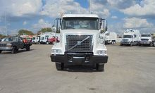 2009 VOLVO VHD64 ROLL OFF TRUCK