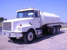 1995 VOLVO WG Oil tank truck
