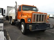1998 INTERNATIONAL 2574 TANKER