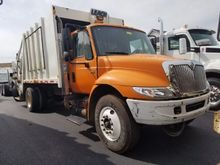 2002 INTERNATIONAL 4300 GARBAGE