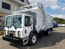 2007 MACK MR688 GARBAGE TRUCK