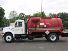 2000 INTERNATIONAL 4900 SEPTIC