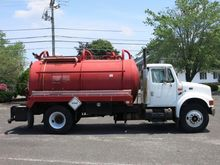 2002 INTERNATIONAL 4900 SEPTIC