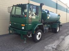 2001 STERLING CF7000 WATER TRUC