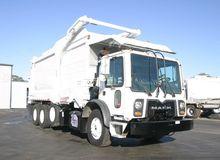 2011 MACK MRU613 GARBAGE TRUCK