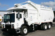 2001 MACK MR690 Garbage truck