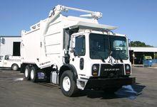 2012 MACK MRU613 GARBAGE TRUCK