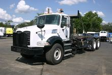 2010 MACK GRANITE GU813 GARBAGE