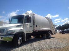 2010 HINO 338 Garbage truck