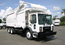 2002 MACK MR690 GARBAGE TRUCK