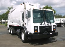 2000 MACK MR688 GARBAGE TRUCK