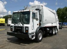 1999 MACK MR688 GARBAGE TRUCK