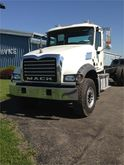 2014 MACK GRANITE GU713 GARBAGE