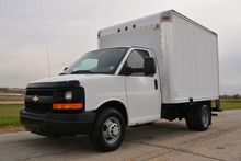 2010 CHEVROLET G3500 10FT BOX T