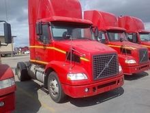 2006 VOLVO VNM42T200 CAR CARRIE