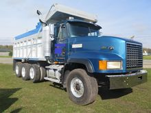 Used 1999 MACK CL713