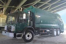 2009 MACK MRU613 GARBAGE TRUCK