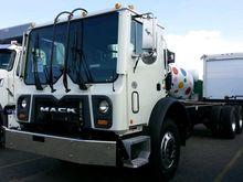 2016 MACK MRU613 GARBAGE TRUCK