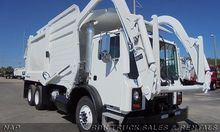 2004 MACK MR688S Garbage truck