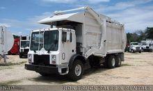 2008 MACK MR688S Garbage truck