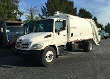 2007 HINO 338 Garbage truck