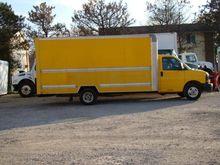 2011 GMC 3500 BOX TRUCK - STRAI