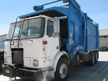 1995 WHITE GARBAGE TRUCK
